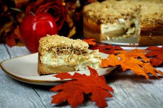 sliced-apple-cinnamon-cheesecake