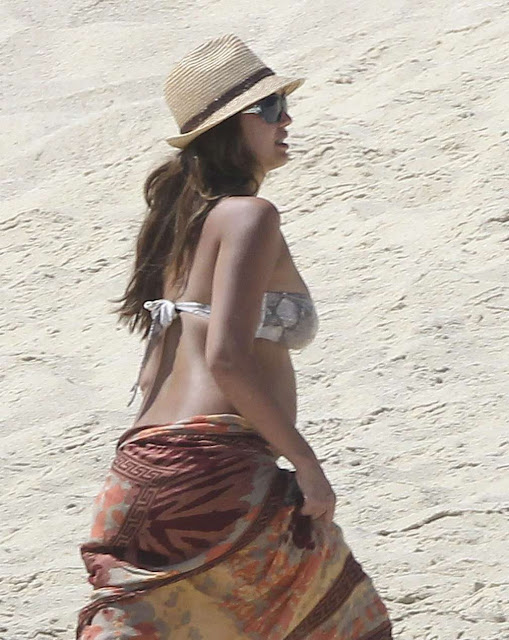 jessica alba hot sexy bikini pics photos exposing big mommys breasts