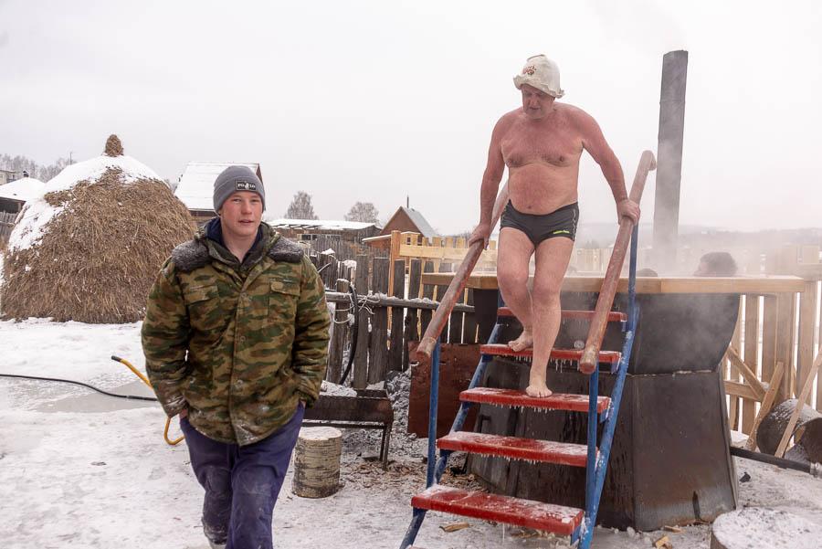 На улице мороз, значит надо идти купаться