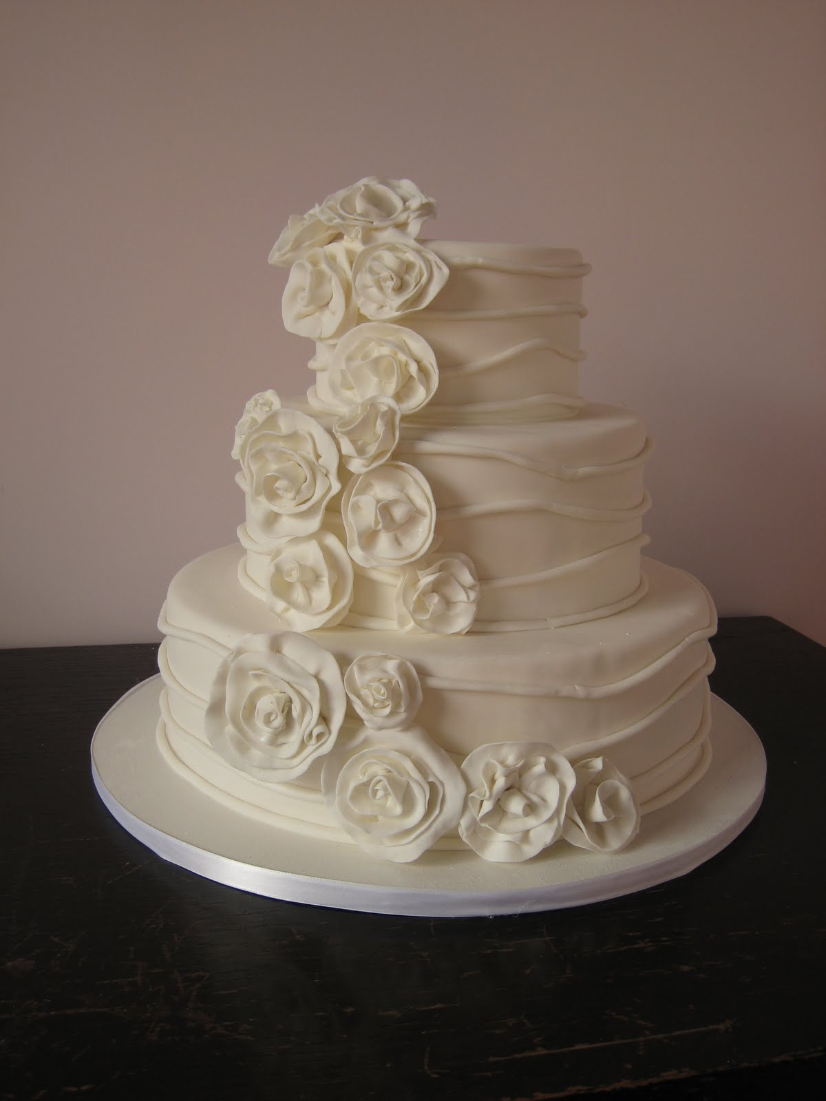 Artis Wedding Cake : Image Elegant Ivory Wedding Cake Download