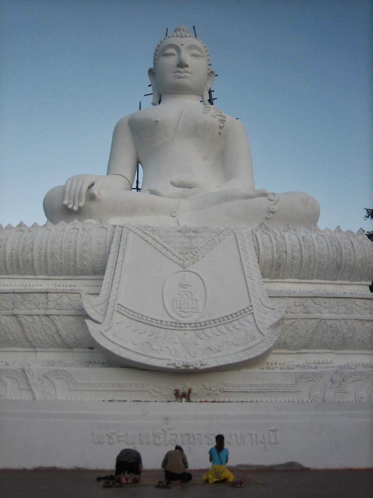 big-buddha-pai-thailand-wat-phra-tat-mae-yen