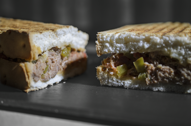 Sandwich templado de atún; lukewarm tuna sandwich