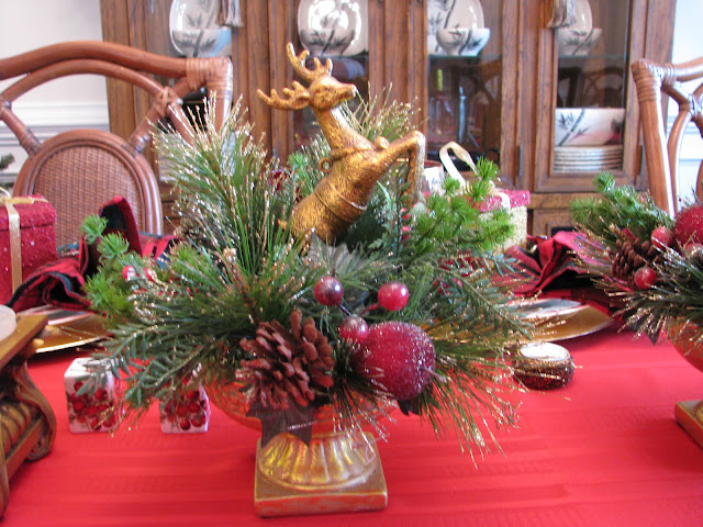 Designs by pinky christmas eve dinner table for Christmas centerpiece ideas for round table