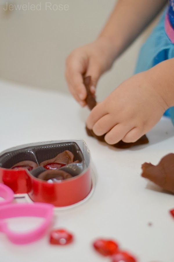 two simple ways to make chocolate play dough using items from your pantry {Edible, no cook, EASY!}