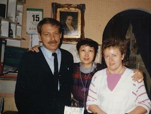 1986年3至5月,与旅馆老板夫妇合影。这里只有我一位难民,老板夫妇和蔼可亲。