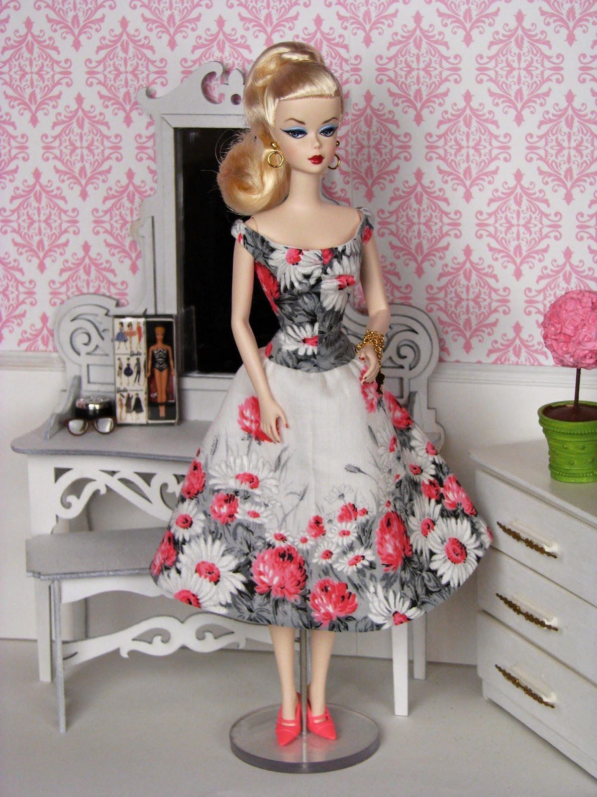 Trolling JoAnn Fabrics As I Love To Do And Came Across The Book Hankie Couture By Marsha Greenberg Has Been Making Barbie Dresses For Years