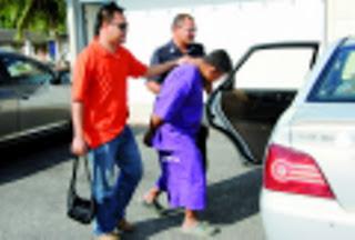 Pemimpin kanan pembangkang ditahan kerana merogol anak