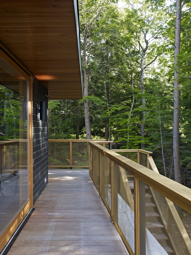 Photo of walkway by the house on the upper floor of the forest house
