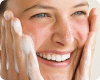 El primer paso para lucir una piel espectacular es cuidar todos los días su limpieza e hidratación