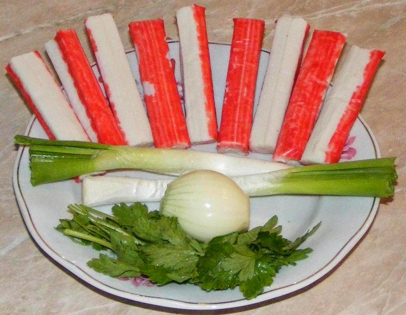 ingrediente salata de surimi, cum se prepara salata de surimi, cum facem salata de surimi, retete si preparate culinare straine, reteta salata de surimi cu maioneza, retete salata de surimi cu maioneza,