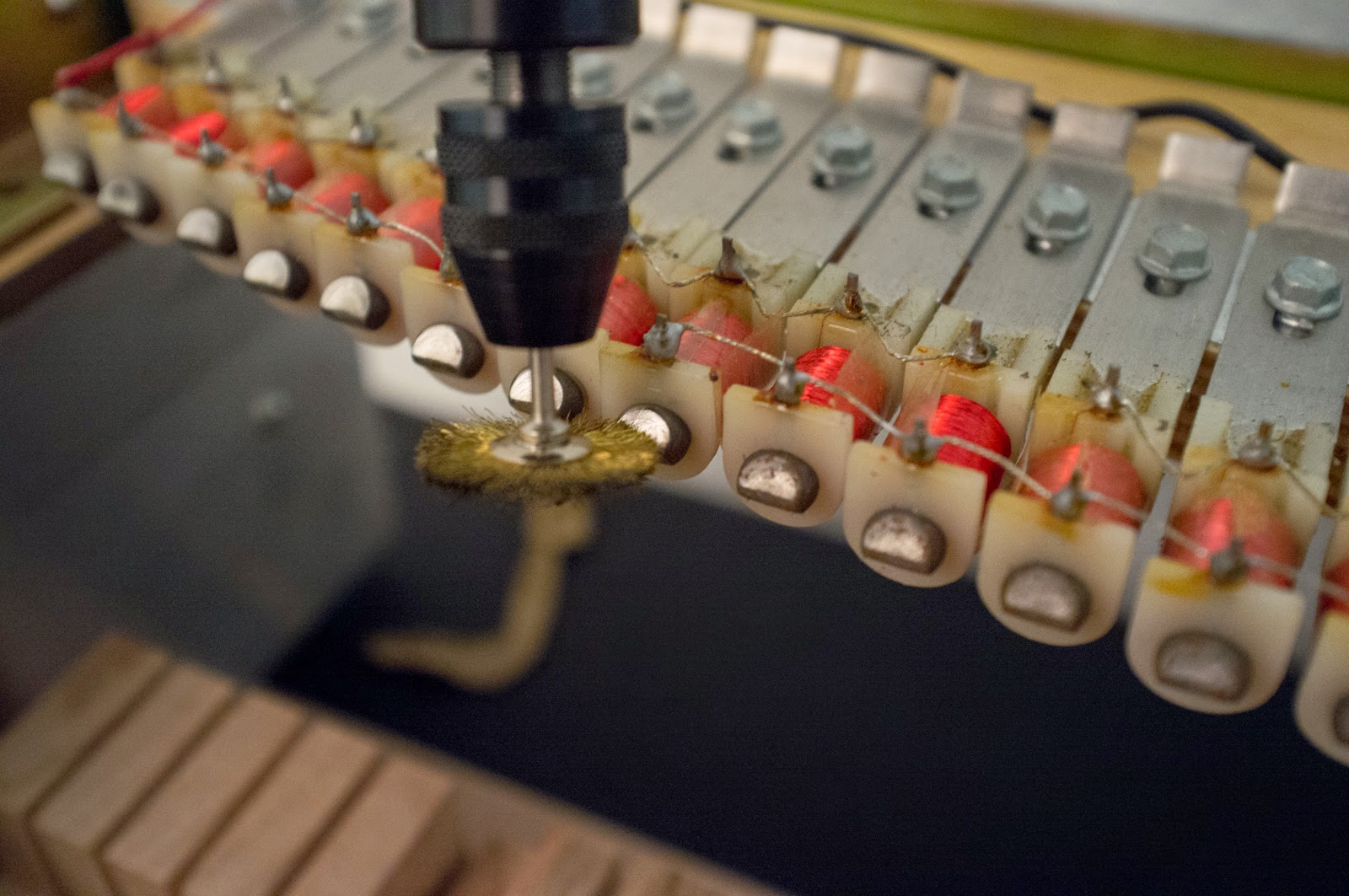 Assembly of a Fender Rhodes Mark II: 01 Assembling the Tonebars on ...