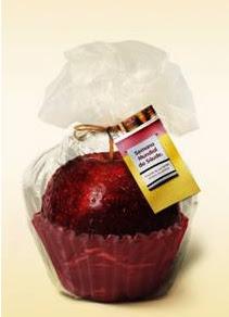 Hortifruti distribui maçãs no Dia Mundial da Saúde