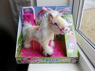 AniMagic Tessie goes trotting, pony toy, girls pony