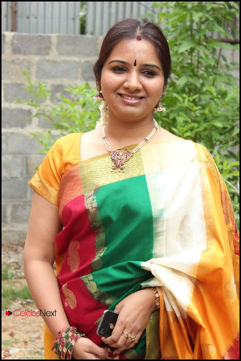 Singer Mahathi Pictures in Saree at Raaga Boutique Launch ~ Celebs Next