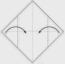 Bước 2: Gấp hai góc của tờ giấy vào trong.
