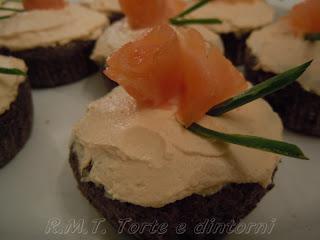 Tortine di grano saraceno e salmone affumicato