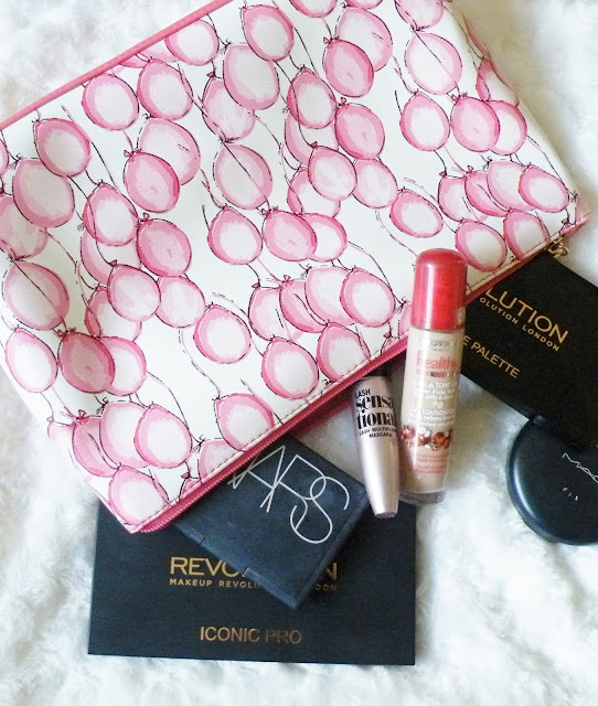 What's in my make up bag, weekend away