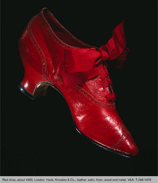 Victoria-and-albert-museum-clarks-shoes-pleasure-and-pain-elblogdepatricia-zapatos-calzado