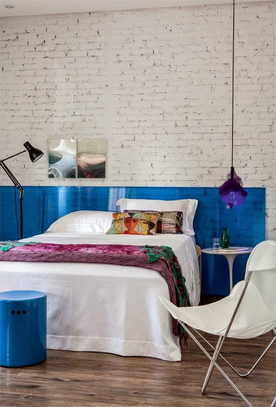 Painel de cama em acrílico azul
