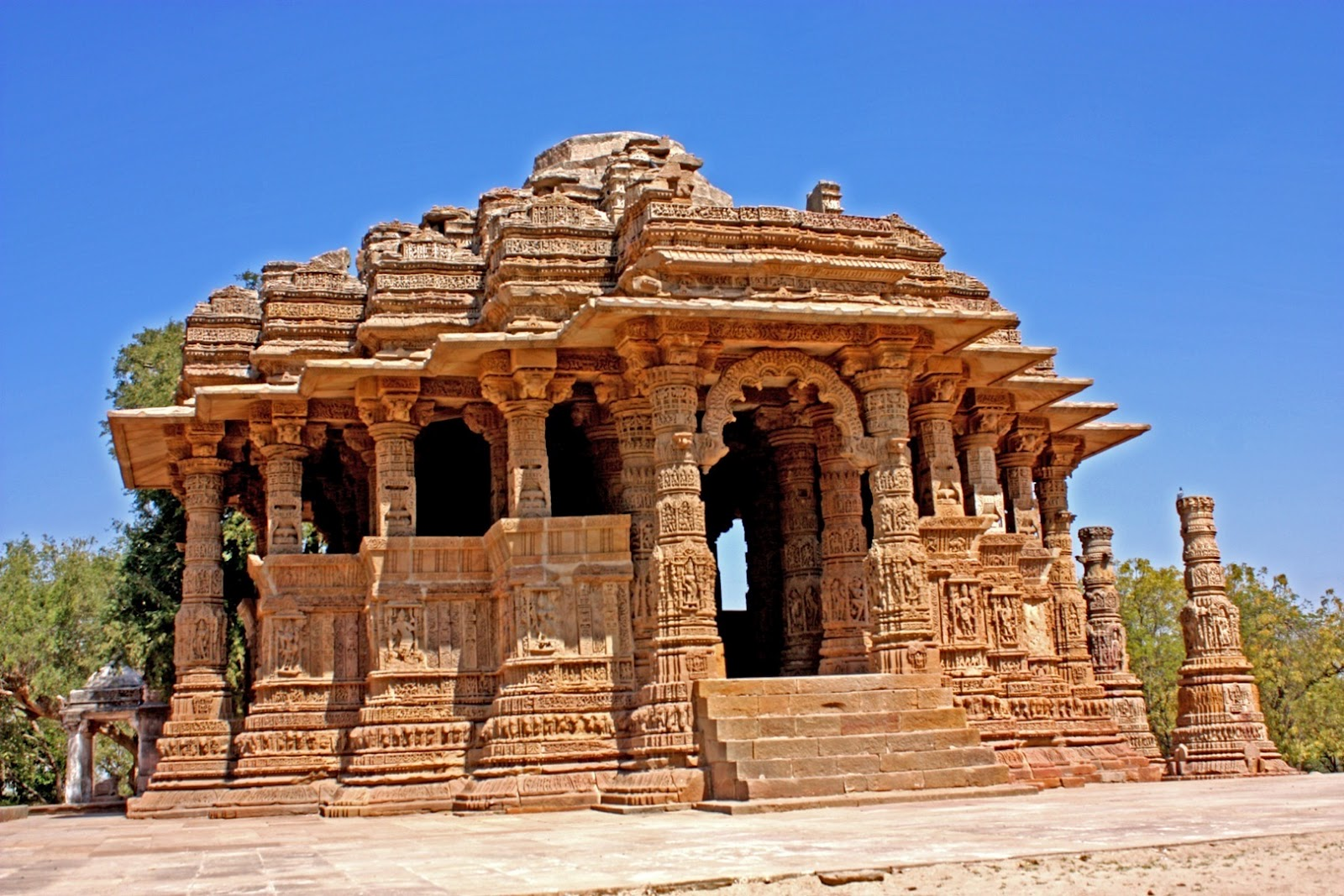 modhera temple Modhera, the temple of the sun narrating the history and grandeur of its patrons, the solankis, is an architectural marvel this peerless temple space acts as a grandiose backdrop for the vibrant expression of dancers and aesthetical ethnicity of the country.