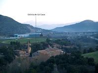La Colònia de Cal Casas des del carrer del Riu