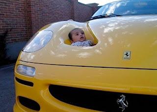 Bebé num Ferrari