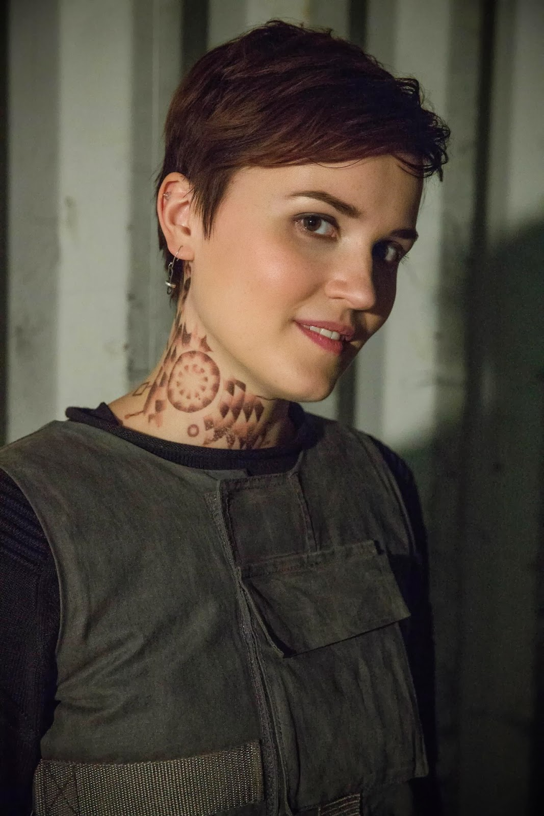 Stills and bts images of divergent divergent movies for Divergent tattoo tris