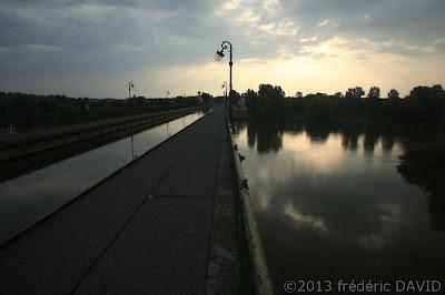tourisme silhouette reflet maritime pont canal Briare Loire Loiret