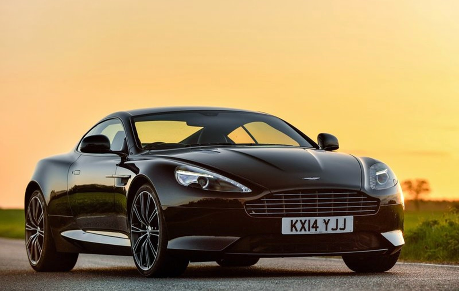 mulheres carro aston martin db9 carbon edition 2015 wallpaper. Black Bedroom Furniture Sets. Home Design Ideas