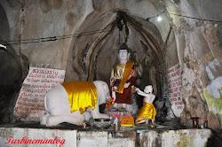 Patung Buddha disembah