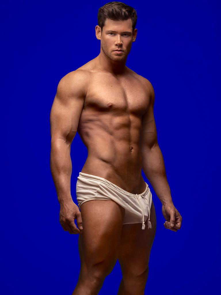 the super hot hunk   brian lewis is 33   year old and a personal
