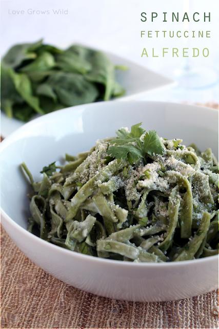 Spinach Fettuccine Alfredo - the BEST easy Alfredo sauce recipe! via Love Grows Wild #recipe