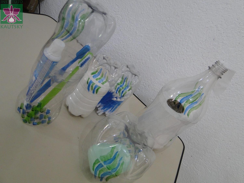 Blog do Instituto Kautsky: Kit para banheiro feito com garrafas PET #283F66 1500 1125