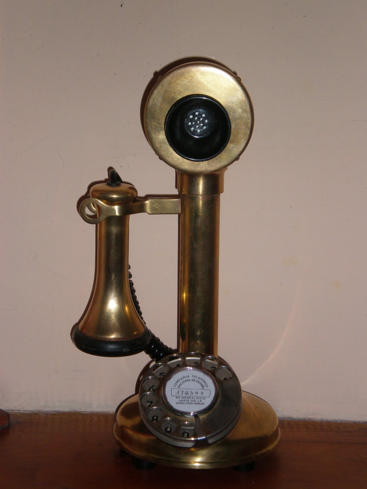 Tel fonos antiguos y m s historia del tel fono for La oficina telefono