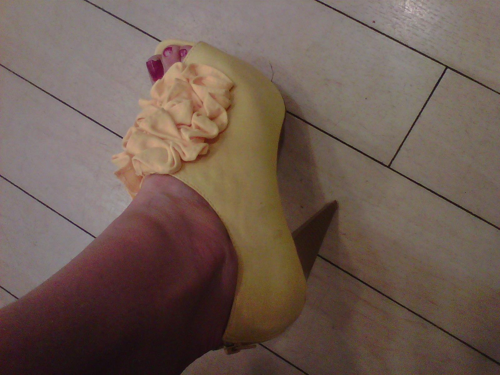 Glamorous strapless sweetheart wrinkled beading puffed wedding yellow dress swd 037