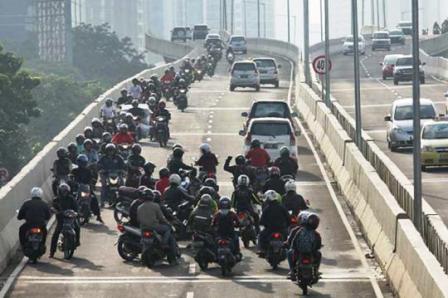 contoh bikers arogan