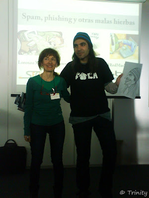 Marisa entrega caricatura a Chema