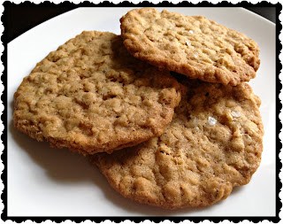 Recipe: Crispy oatmeal cookies with maldon salt