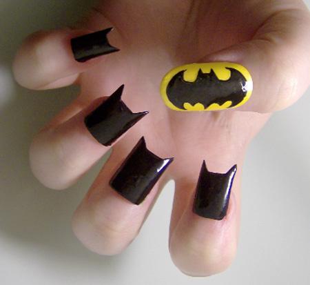 Las personas que se dedican a la decoración de uñas son todas unas