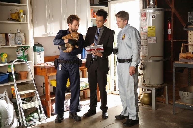Bones S10E09. Aubrey, Hodgins y Wendell investigando.