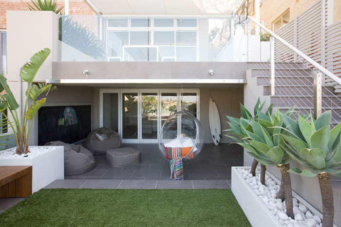 Casas minimalistas y modernas mayo 2012 for Patios minimalistas modernos