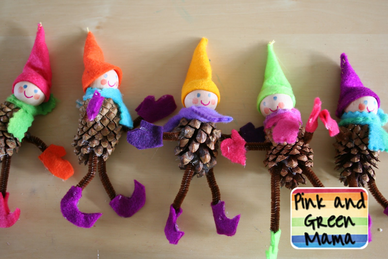 Pink and green mama homemade christmas crafts pine for Pine cone crafts for children