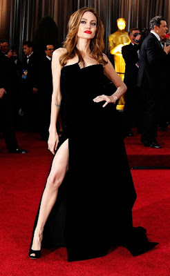http://2.bp.blogspot.com/-vNRgpK8-J9k/T1TNuG0kimI/AAAAAAAAAR8/-elHkxGz8Vo/s1600/Angelina-Jolie-at-The-2012-Academy-Awards.jpg