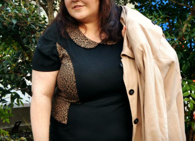 outfit plus size con recensione abito nero e animalier di curvy love