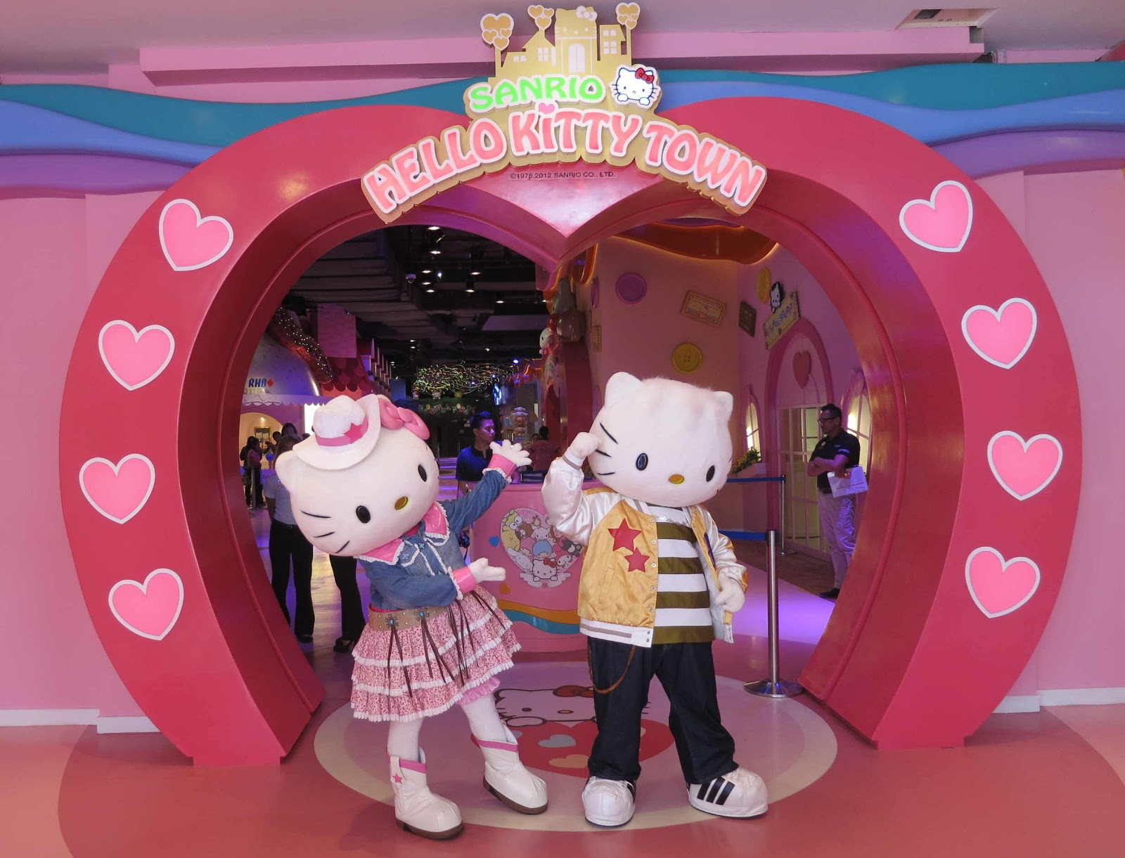 warm welcome from hello kitty and dear daniel to hellow kitty town