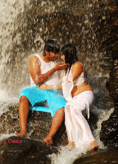 Hari Priya Wet White Saree Pictures with Prajwal Devaraj in Yuvakudu 0005