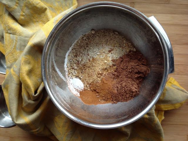 Cinnamon Cocoa Banana Baked Oatmeal | RootedVegan.com