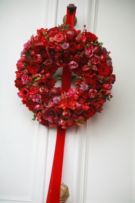 julkrans blommor, julkrans röd rosa, zita elze, christmas wreath, christmas wreath red pink, christmas wreath flowers, krans zita elze, wreath zita elze, christmas zita elze