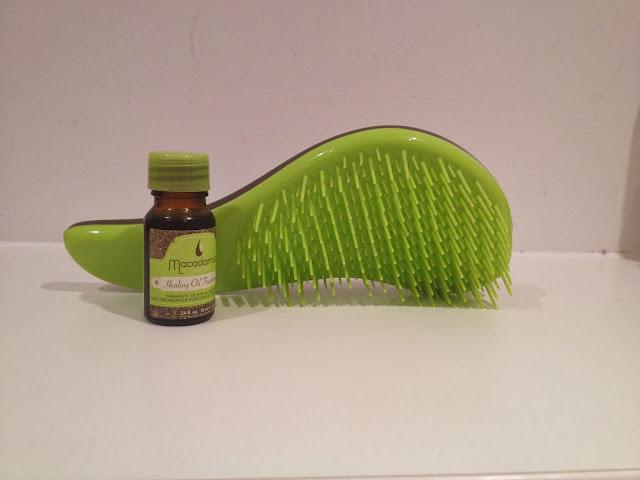 Macadamia No Tangle Hair Brush hairtools oil care haircare retro love blog beauty hairstyle