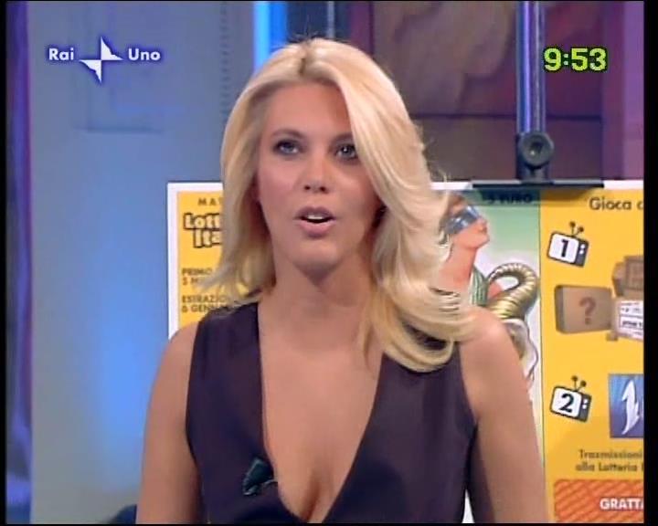 Eleonora+daniele+uno+mattina+24-09-09.divxsnapshot01.39%5b2013.04